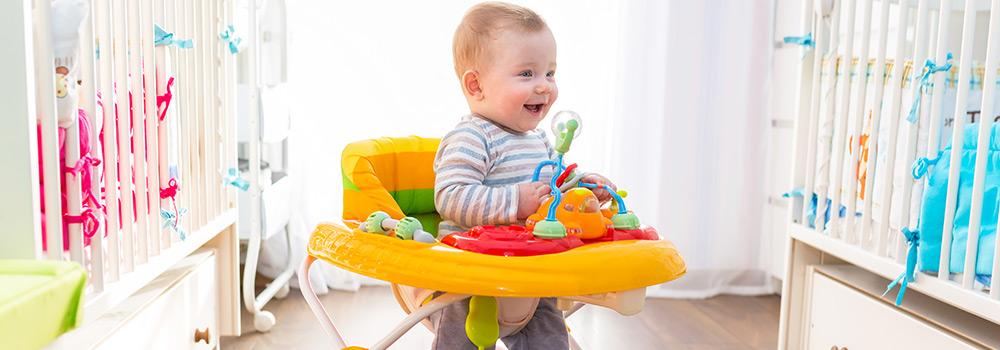 age pour trotteur bébé