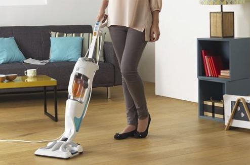 aspirateur qui lave le sol