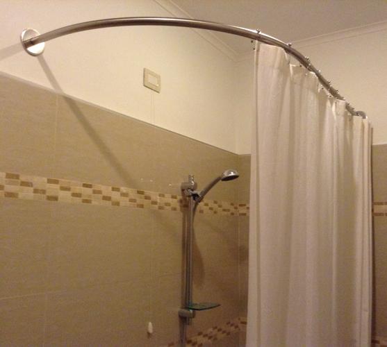 barre rideau pour baignoire